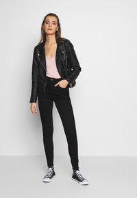 American Eagle - HI-RISE - Jeans Skinny Fit - true black - 1
