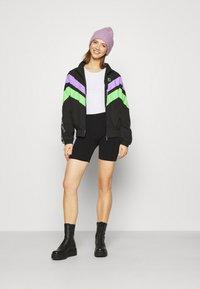 Karl Kani - TAPE BLOCK TRACKJACKET  - Training jacket - blacklilacgreen - 1
