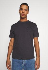Common Kollectiv - CENTURY TEE UNISEX  - Print T-shirt - black - 0