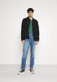 Mustang - TRAMPER - Jeans Tapered Fit - denim blue - 1