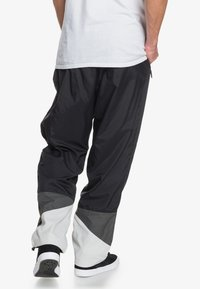 DC Shoes - Tracksuit bottoms - black - 2