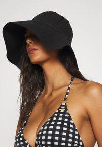 O'Neill - CAPRI BONDEY FIXED SET - Bikini - black/white - 3