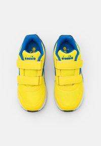 Diadora - JR UNISEX - Hardloopschoenen neutraal - yellow/royal - 3