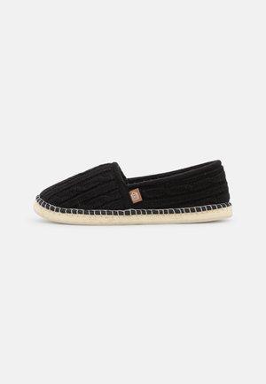 PANTOUFLE TRESSÉE - Loafers - noir