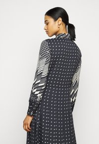 Tory Burch - TRIANGLE GEO SHIRTDRESS - Abito a camicia - windmill geo - 2