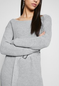 Missguided Tall - BELTED MINI DRESS - Robe pull - grey - 4