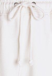 Missguided Petite - PETITE 90S JOGGERS - Tracksuit bottoms - white - 5
