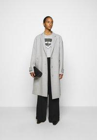MM6 Maison Margiela - Camiseta estampada - grey - 1