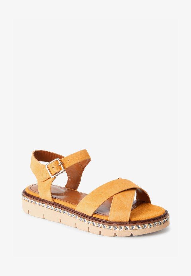 FOREVER COMFORT  - Sandalen met plateauzool - ochre