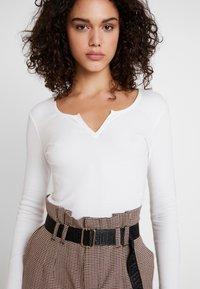 Gina Tricot - VERA - T-shirt à manches longues - off white - 4