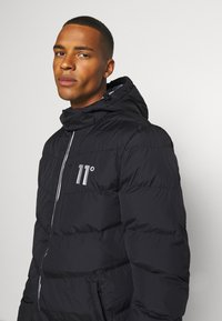 11 DEGREES - LONG LINE CHEVRON PUFFER - Winter coat - black - 4