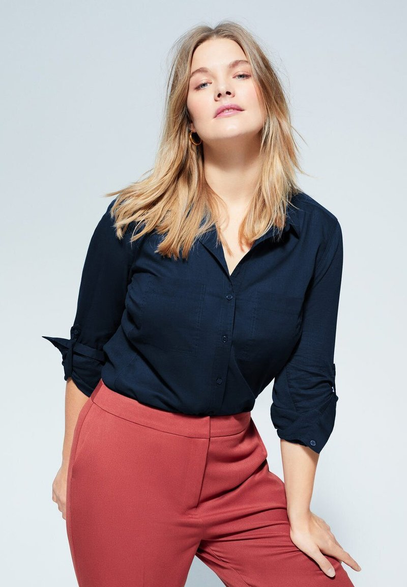 Violeta by Mango - BAUMWOLLHEMD MIT KNÖPFEN - Button-down blouse - dunkles marineblau
