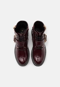 New Look - BUSY LACE UP CHUNKY - Lace-up ankle boots - dark red - 5