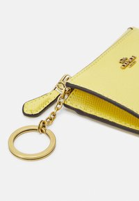 Coach - CROSSGRAIN MINI SKINNY - Wallet - retro yellow - 3