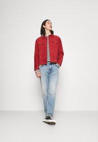 Nudie Jeans - ROBBY - Leichte Jacke - poppy red - 1