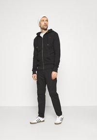 Superdry - CLASSIC ZIPHOOD - Sweater met rits - black - 1