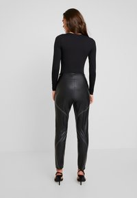 Missguided - CONTRAST STITCH TROUSERS - Stoffhose - black - 3