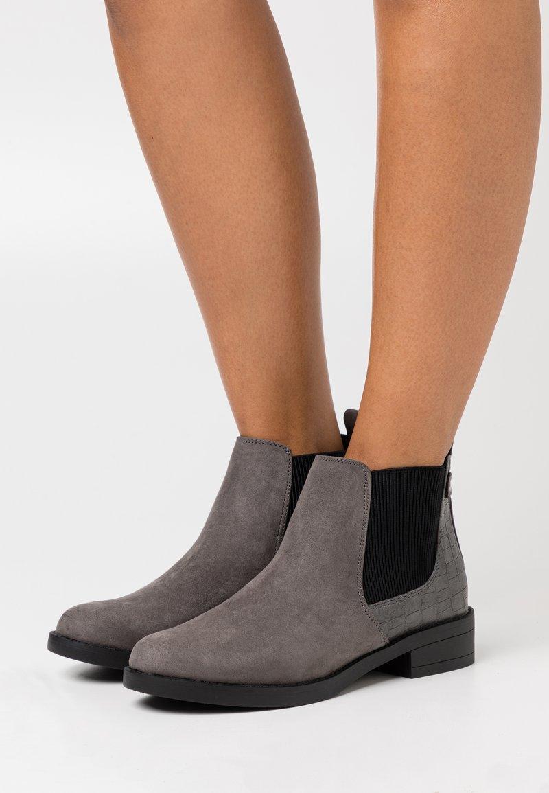 New Look - CROC MIX CHELSEA - Boots à talons - mid grey