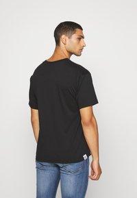 adidas Originals - PRIDE SHORT SLEEVE GRAPHIC TEE - T-shirts med print - black - 2