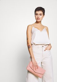 Dorothy Perkins - BAR - Clutch - blush - 1
