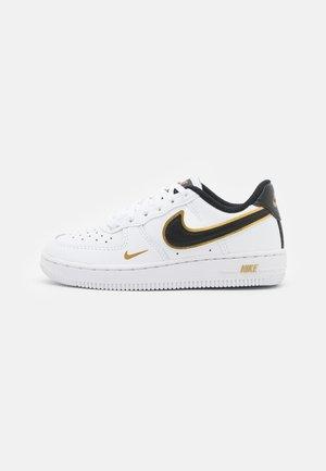 FORCE 1 LV8 UNISEX - Sneakersy niskie - white/black/metallic gold