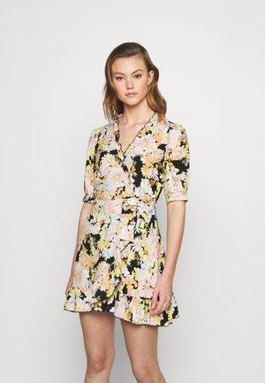 BUSY DAISY WRAP DRESS - Denní šaty - multi