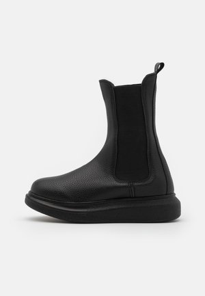 CASUAL CHELSEA BOOT - Platform ankle boots - black