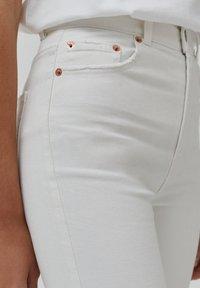 PULL&BEAR - Slim fit jeans - white - 5