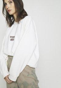 BDG Urban Outfitters - SPHERE - Felpa - ecru - 3