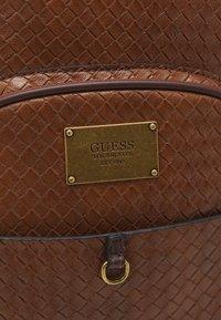 Guess - EVENING TRESSE UNISEX - Övriga accessoarer - brown - 3