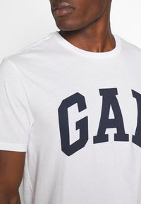 GAP - VBASIC ARCH 2 PACK - T-shirt z nadrukiem - blue/white - 6