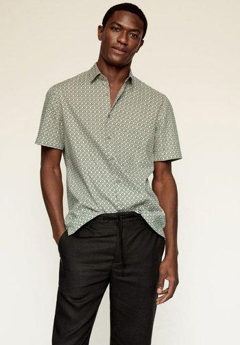 REGULAR FIT - Overhemd - sandfarben