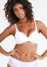 Triumph - AMOURETTE SPOTLIGHT  - Underwired bra - white - 0