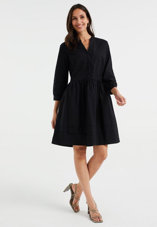 MET PLOOIDETAILS EN VOLANT - Sukienka letnia - black