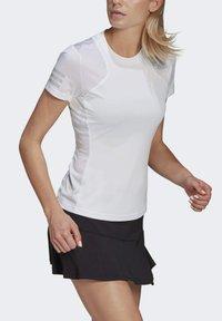 adidas Performance - CLUB TEE - T-shirt print - white/gretwo - 3