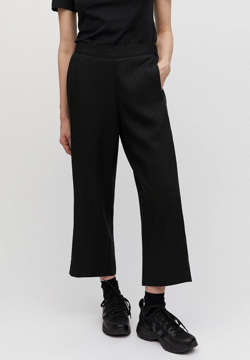 ARMEDANGELS - KAMALAA - Trousers - black
