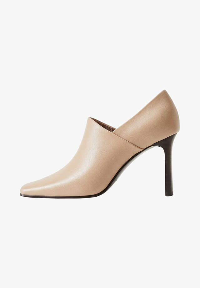 DAFT - Klassiska pumps - beige