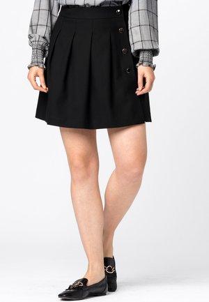 MIT DRUCKKNÖPFEN - A-line skirt - schwarz