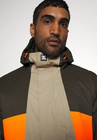 DC Shoes - DEFY JACKET - Snowboard jacket - brown - 3