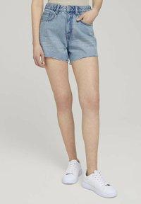 TOM TAILOR DENIM - Denim shorts - destroyed bleached blue denim - 0