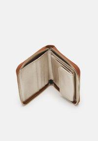 Guess - NAYA SMALL ZIP AROUND - Wallet - cognac - 2
