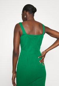 Banana Republic - NECK SHEATH SOLID - Denní šaty - luscious green - 6
