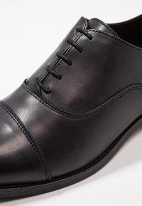 Shoe The Bear - HARRY - Smart lace-ups - black - 5