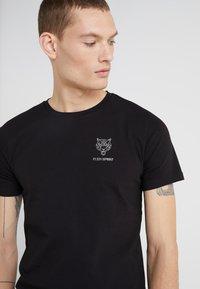 Plein Sport - ROUND NECK ORIGINAL - T-shirts basic - black - 4