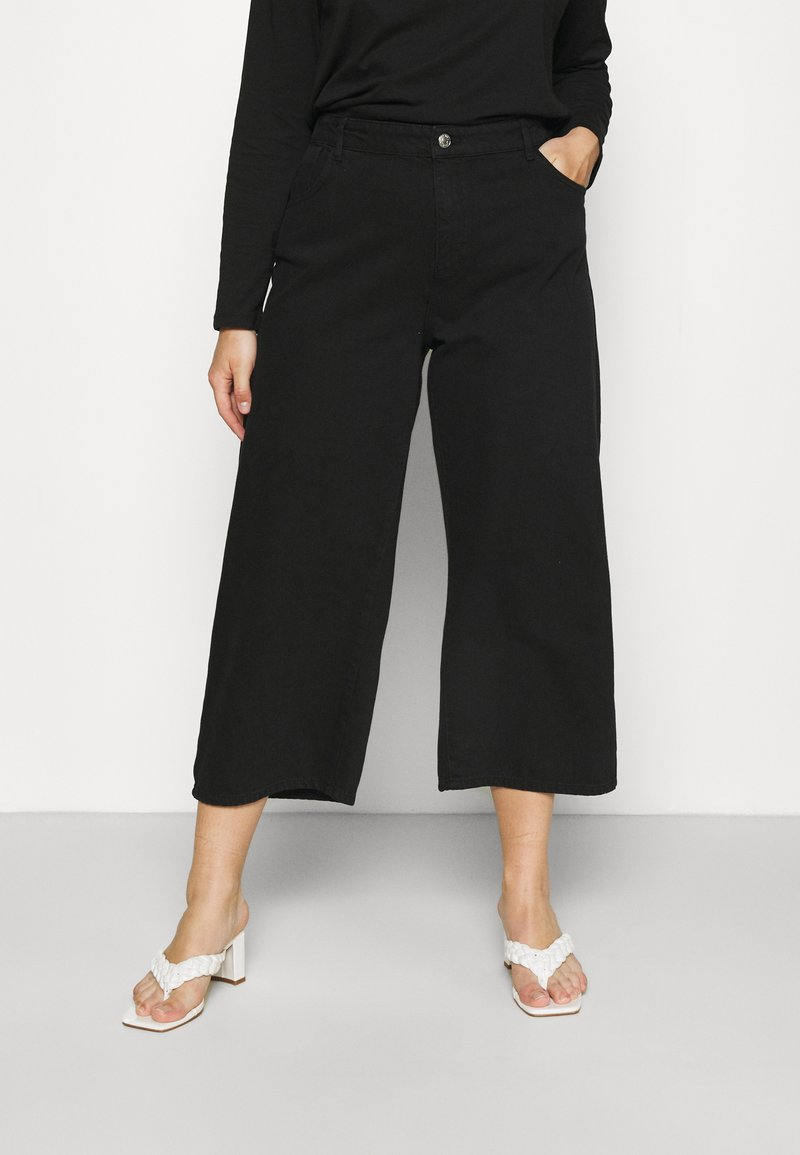 Noisy May Curve - NMAMANDA WIDE ANKLE - Džíny Relaxed Fit - black