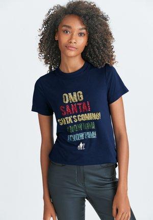 CURVED - T-shirt print - blue
