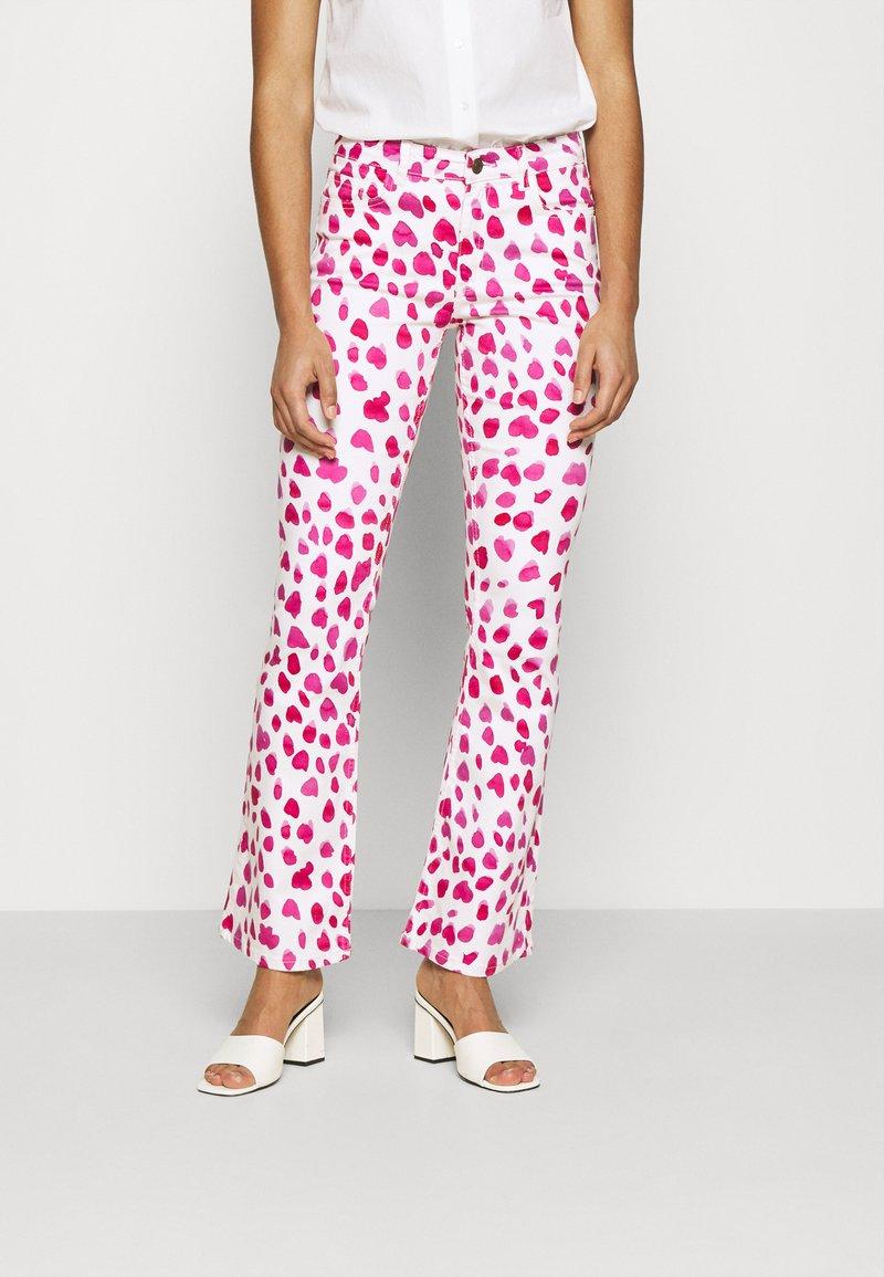 Fabienne Chapot - EVA FLARE TROUSERS - Flared Jeans - happy leopard