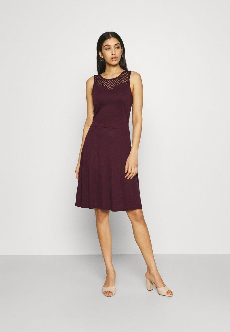 ONLY - ONLNEW NICOLE LIFE DRESS - Sukienka z dżerseju - fig