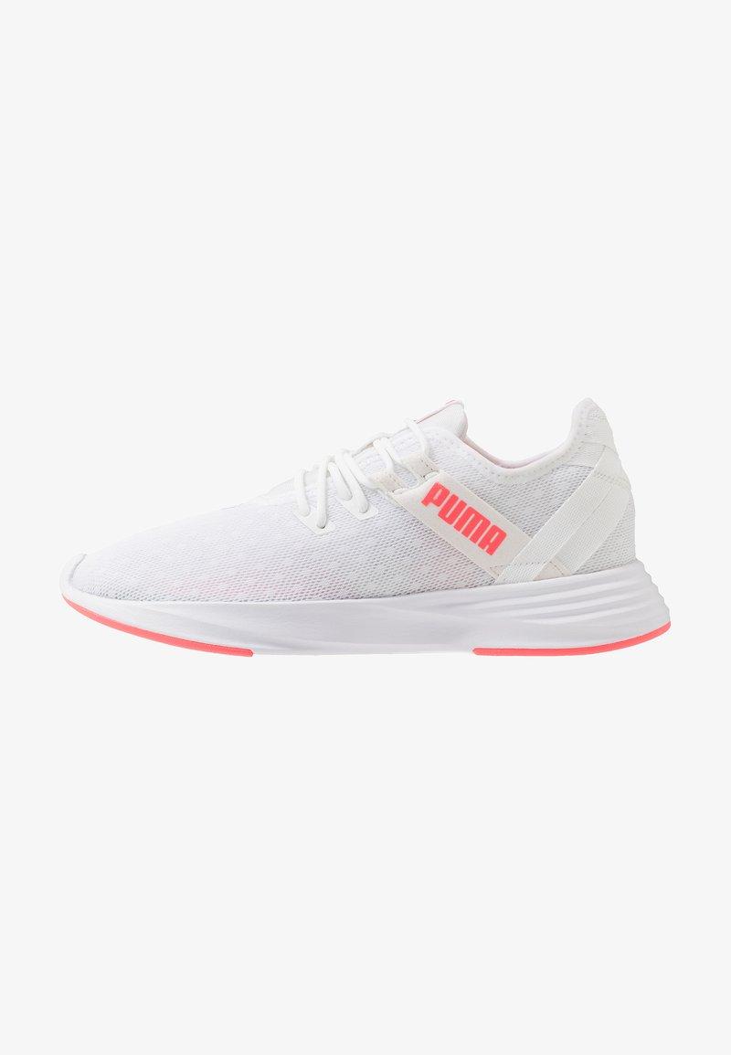 Puma - RADIATE XT PATTERN WN'S - Obuwie treningowe - white/ignite pink