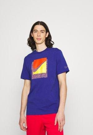 TEE BRANDRIFF BOX - T-shirt med print - deep royal blue